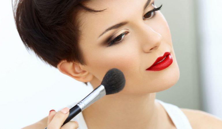Möchten Sie das makellose Make-up haben? Vermeiden Sie DIESE Fehler!