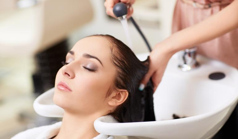 Wie sollen Sie das beste Anti-Schuppen-Shampoo wählen?