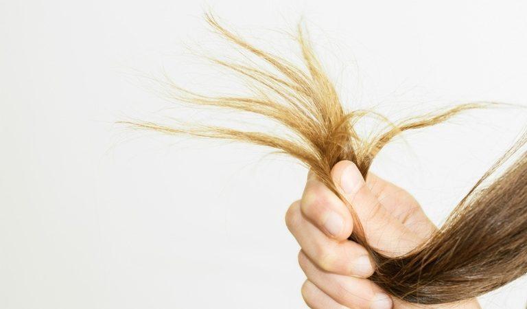 Methoden gegen strapazierte und splissige Haarspitzen