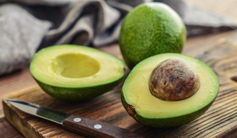 Avocado in der Pflege. Verwenden Sie ihren … Kern!
